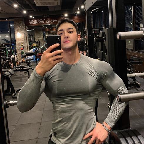 3年打造型男身材,臂围45公分,太强悍了