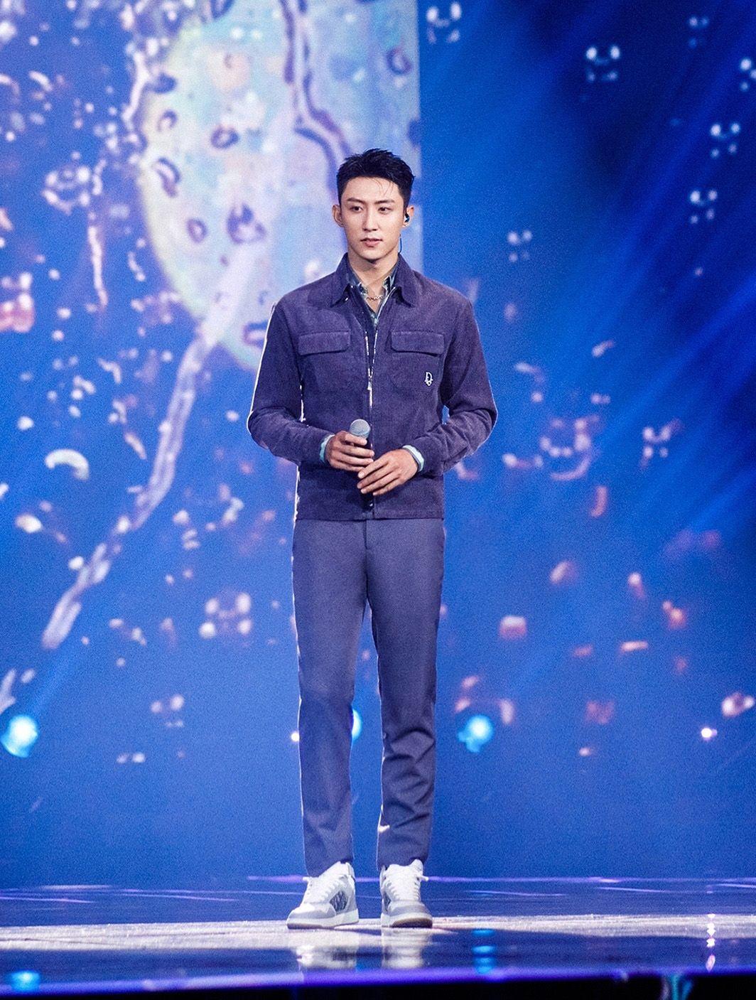 黄景瑜解锁奢侈品牌全球代言人,时尚表现力真好,这不是只靠身高